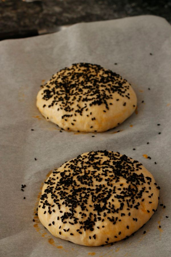Black onion seed buns raw