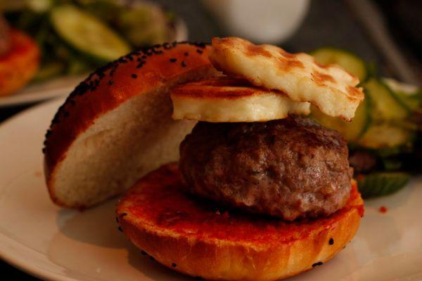 Burger with halloumi