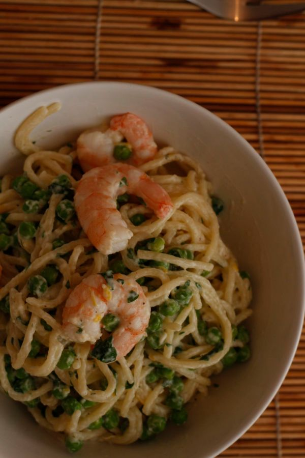 Finished pea and prawn pasta
